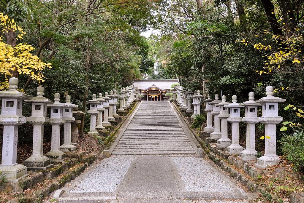 春日神社(小野原)/拝殿へ続く石段