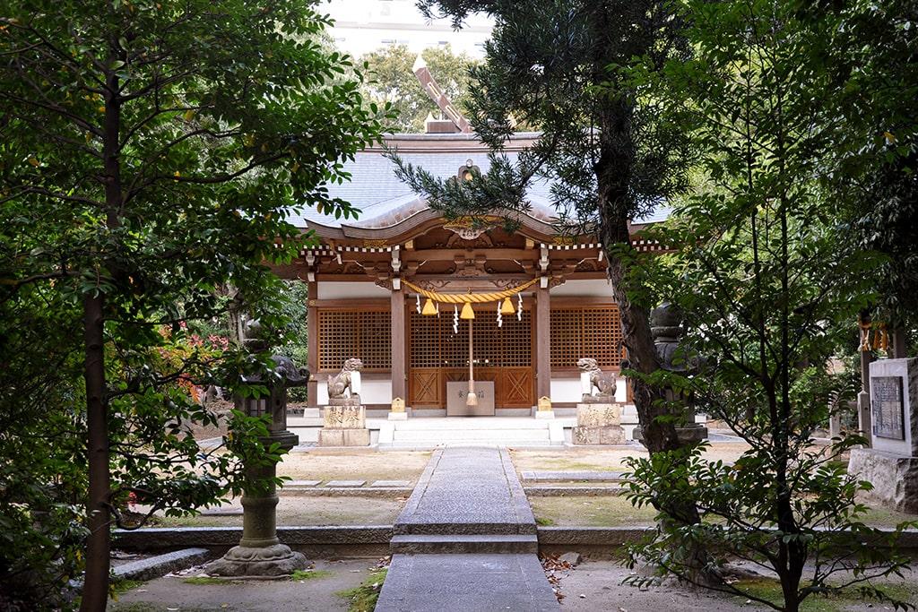 新家春日神社/参道から社殿