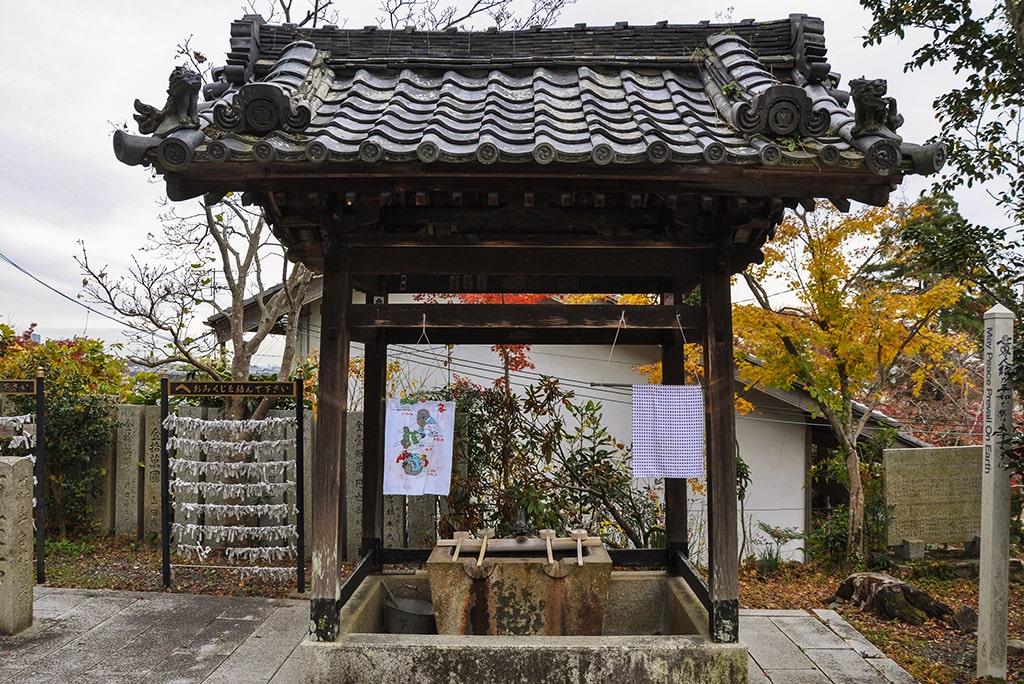 聖天宮西江寺/本堂前手水舎