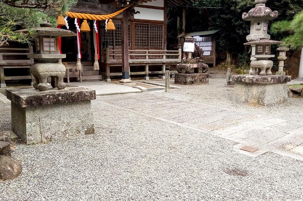 春日神社(小野原)/台座